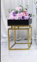 Cruz Flower Stand